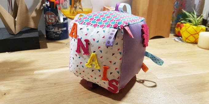 cadeau de naissance le cube d 39 veil diy two pour le diy. Black Bedroom Furniture Sets. Home Design Ideas