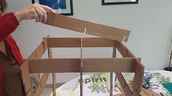 on a test un kit pour fabriquer un meuble en carton two pour le diy. Black Bedroom Furniture Sets. Home Design Ideas
