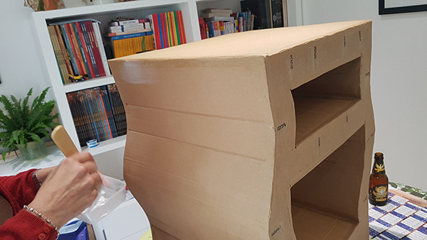 on a test un kit pour fabriquer un meuble en carton two pour le diy. Black Bedroom Furniture Sets. Home Design Ideas