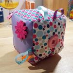 Cadeau de naissance : le cube d'éveil DIY