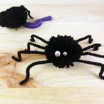 Les disques à pompons : une araignée pour Halloween